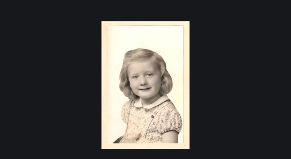 Annabel, primera foto de estudio. (1944)