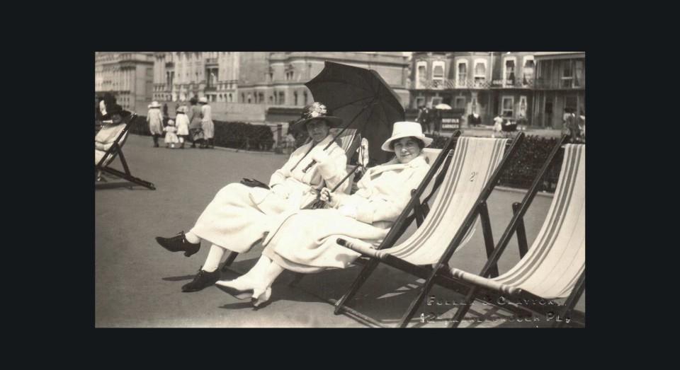 Tías de Annabel . Tomando el sol en la Isla de Wight, (1919)